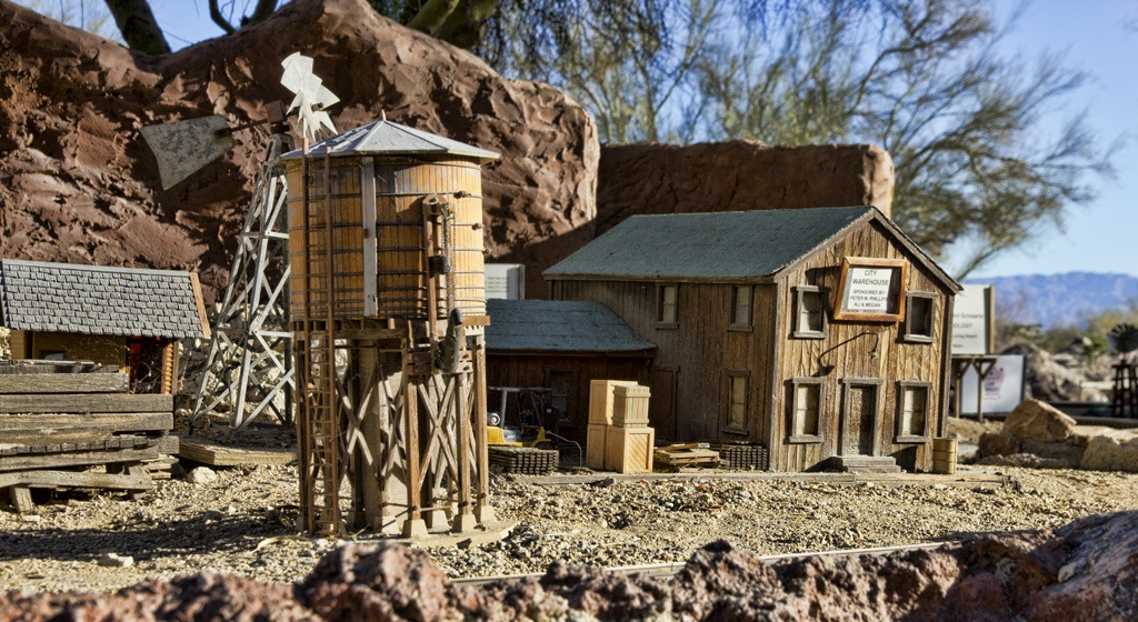 HO Train Set at the Living Desert, California.  Photo by Jan Dougall